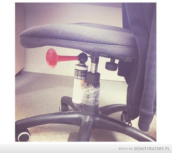 pobudka w biurze –