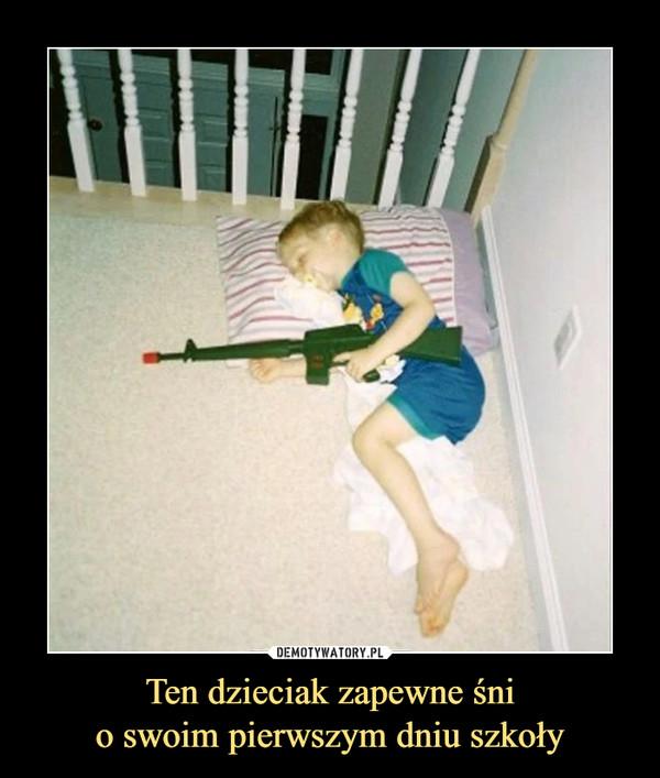 Ten dzieciak zapewne śnio swoim pierwszym dniu szkoły –
