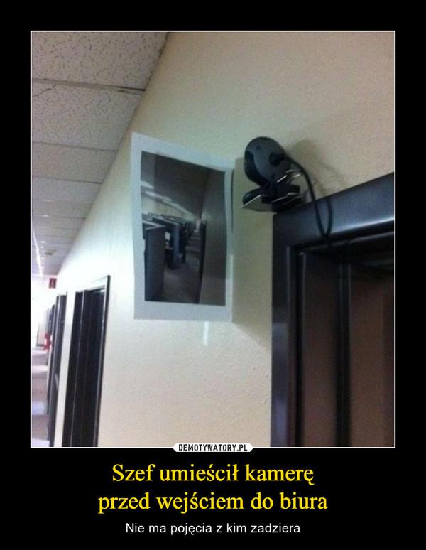 Szef umieścił kameręprzed wejściem do biura – Nie ma pojęcia z kim zadziera