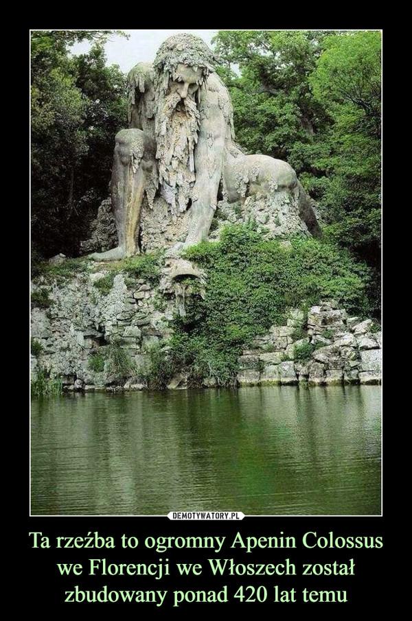 Ta rzeźba to ogromny Apenin Colossus we Florencji we Włoszech został zbudowany ponad 420 lat temu –