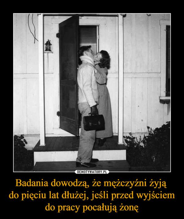 Badania dowodzą, że mężczyźni żyją do pięciu lat dłużej, jeśli przed wyjściem do pracy pocałują żonę –