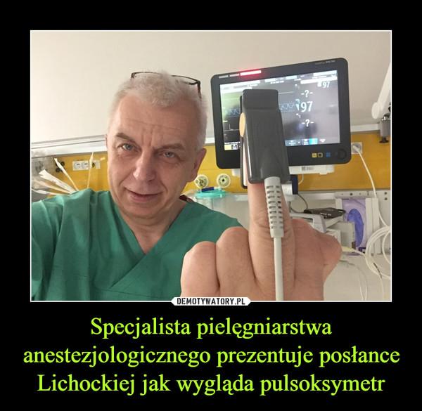 Specjalista pielęgniarstwa anestezjologicznego prezentuje posłance Lichockiej jak wygląda pulsoksymetr –