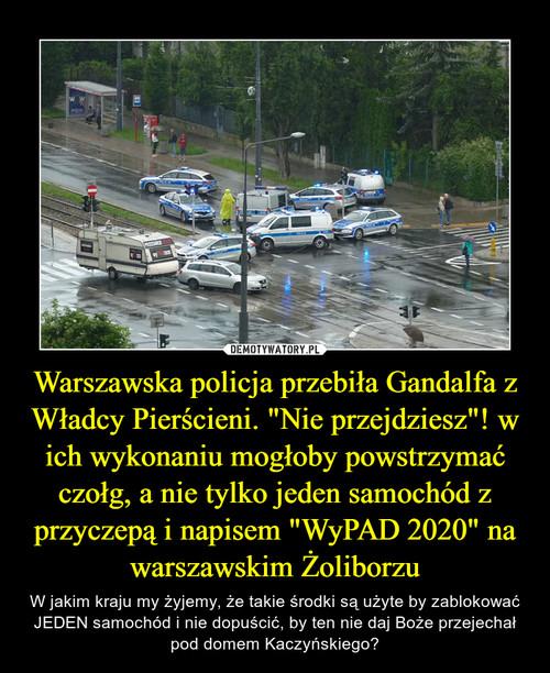 """Warszawska policja przebiła Gandalfa z Władcy Pierścieni. """"Nie przejdziesz""""! w ich wykonaniu mogłoby powstrzymać czołg, a nie tylko jeden samochód z przyczepą i napisem """"WyPAD 2020"""" na warszawskim Żoliborzu"""