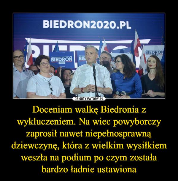 Doceniam walkę Biedronia z wykluczeniem. Na wiec powyborczy zaprosił nawet niepełnosprawną dziewczynę, która z wielkim wysiłkiem weszła na podium po czym została bardzo ładnie ustawiona –