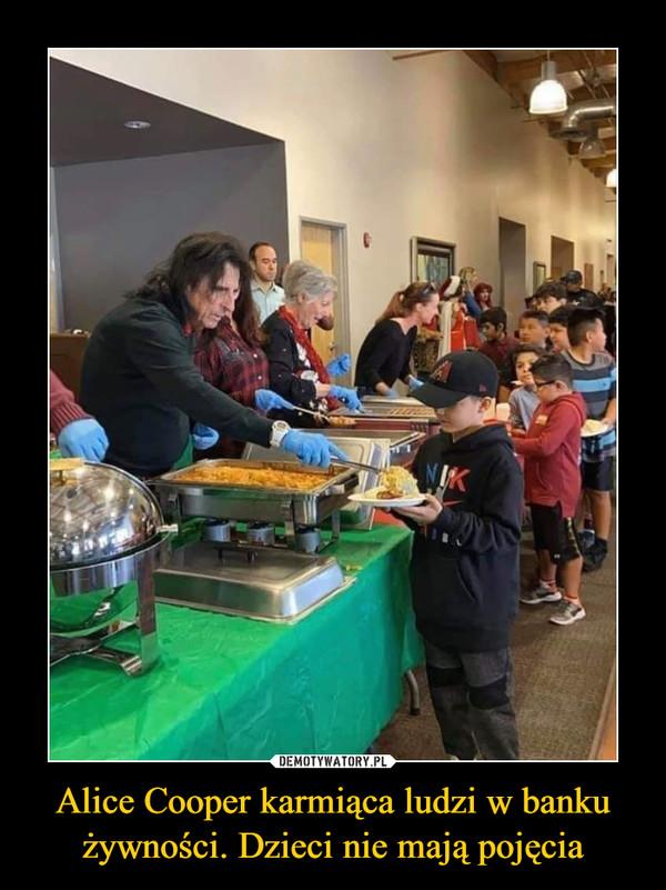 Alice Cooper karmiąca ludzi w banku żywności. Dzieci nie mają pojęcia –