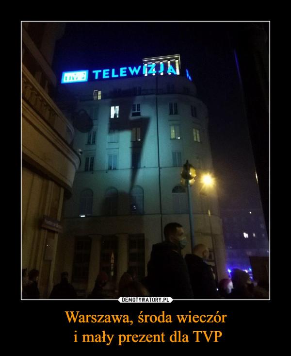 Warszawa, środa wieczór i mały prezent dla TVP –
