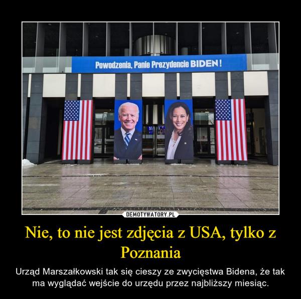 Nie, to nie jest zdjęcia z USA, tylko z Poznania – Urząd Marszałkowski tak się cieszy ze zwycięstwa Bidena, że tak ma wyglądać wejście do urzędu przez najbliższy miesiąc.
