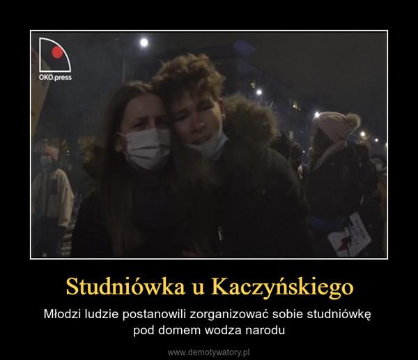 Studniówka u Kaczyńskiego – Młodzi ludzie postanowili zorganizować sobie studniówkę pod domem wodza narodu